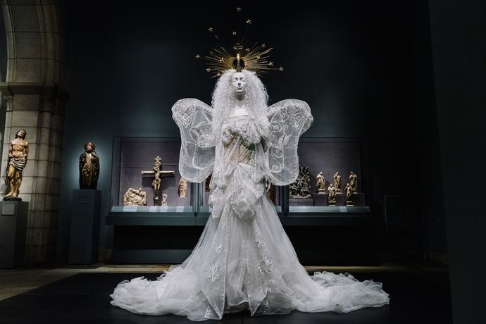 Metropolitan Museum of Art Heavenly Bodies Fashion Catholic Imagination Exhibition