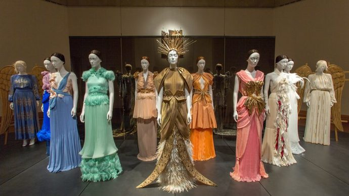 Metropolitan Museum of Art Heavenly Bodies Fashion Catholic Imagination Exhibition_10