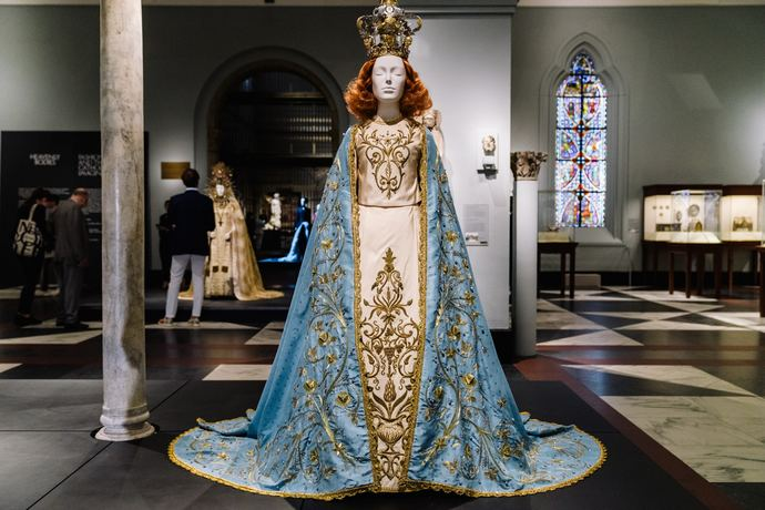 Metropolitan Museum of Art Heavenly Bodies Fashion Catholic Imagination Exhibition_7